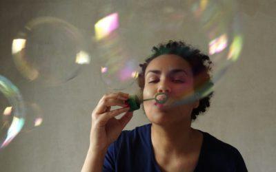Josefa bringt Kondome an den Schwanz